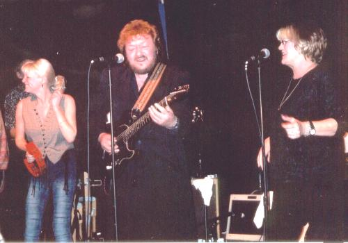 Delaney Bramlett singing with Bonnie and daughter Bekka