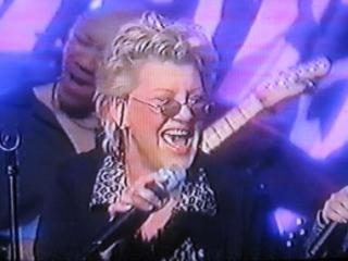 Bonnie singing on The Roseane Show, 2000 (1)