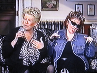 Bonnie and Roseanne get into charachter for a song